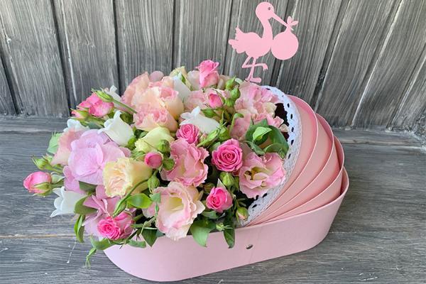 Можно ли передавать цветы в роддом