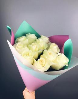 """Оленберг Оксана Васильевна с букетом """"Букет из белых голландских роз"""""""