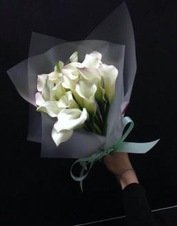 Красивый букет цветов любимой женщине показать картинка