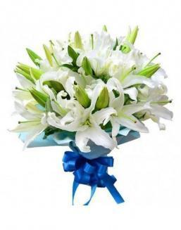 Bouquet of 15 white lilies | Carnations,lilies