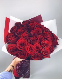 """Дарья Андреевна с букетом """"Букет из красных голландских роз"""""""